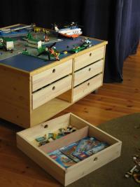 hof erdenlicht holzarbeiten kleidungskunst lernen spielen holzkn pfe spieltisch. Black Bedroom Furniture Sets. Home Design Ideas